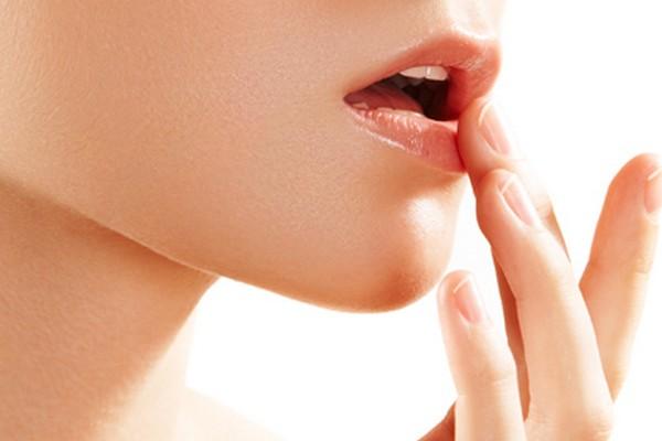 Lip-balm-dries-lips-winter