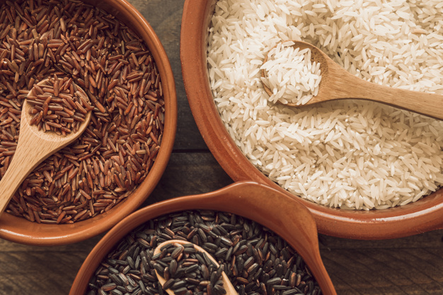 overhead-view-of-an-organic-rice-grains-with-wooden-spoon_23-2147883478